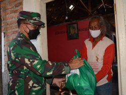 Pangdam III/SLW Bagikan Paket Sembako di Wilayah Cirebon