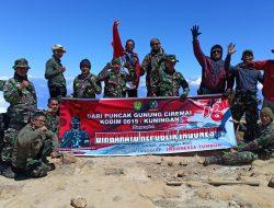 15 Prajurit Kodim Kuningan Rayakan HUT RI ke-76 di Puncak Gunung Ciremai