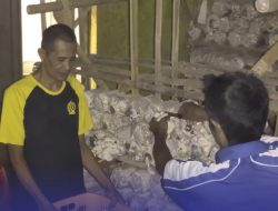 WBP Lapas Kuningan Panen Kangkung dan Jamur Tiram